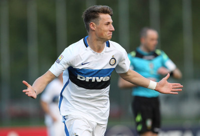 MILAN, ITALY - APRIL 29:  Andrea Pinamonti of FC Internazionale celebrates his goal during the juvenile match between AC Milan and FC Internazionale at Centro Sportivo Giuriati on April 29, 2016 in Milan, Italy.  (Photo by Marco Luzzani - Inter/Inter via Getty Images)